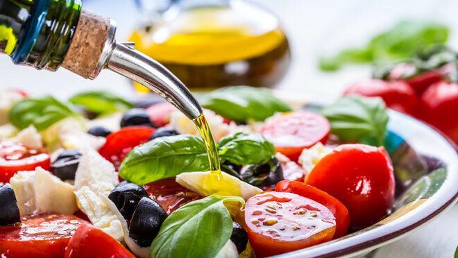 La dieta mediterránea ayuda a mejorar las funciones cognitivas y la memoria en población mayor y con sobrepeso