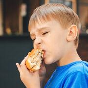 Los niños españoles  se exceden en el consumo de alimentos hipercalóricos