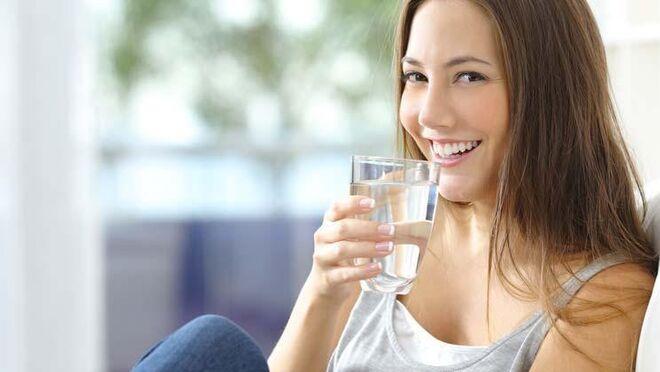 ¿Engordamos más por cómo comemos o por cómo bebemos?