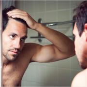 ¿Existen alimentos que ayudan a prevenir la caída del cabello en hombres?