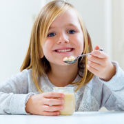Los padres piden más yogur en el menú escolar de sus hijos